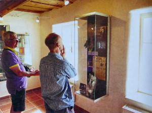Stephen Dyster (vlevo) a Mark Dally v muzeu - rodném domě Jana Kubiše