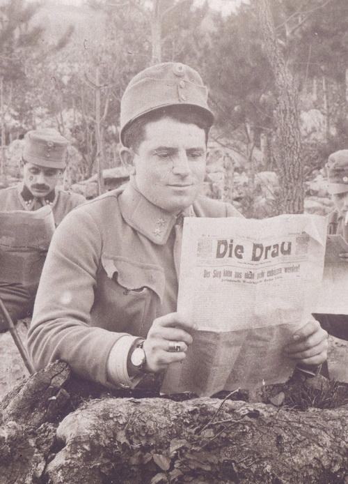 Nošení prstenů bylo mezi vojáky celkem rozšířené. Obvykle se nosily na prsteníčku nebo malíčku slabší ruky, ale záleželo na osobní preferenci nositele. FOTO: VHÚ Praha