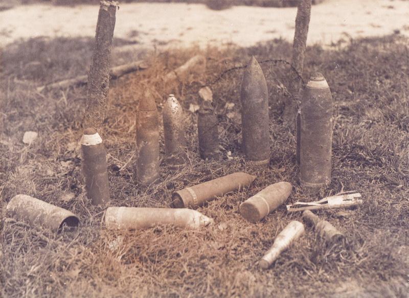 Dělostřelecká munice byla pro šikovné řemeslníky zdrojem celé řady vyhledávaných materiálů. FOTO: VHÚ Praha