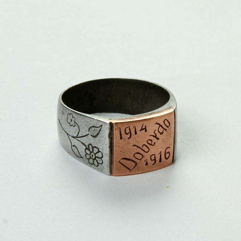 Zákopový prsten s nápisem Doberdo