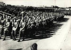 Čs. vojáci v Agde na přehlídce po přísaze, 7. březen 1940