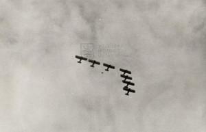 Letouny Avia Ba-122 čs. letectva v akrobatické sestavě - Curych 1937