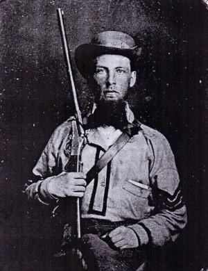 Četař 1. mississippského jízdního pluku, vyzbrojený 1. modelem Maynardovy karabiny.