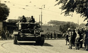 Britský tank Cromwell ve službách Čs. samostatné obrněné brigády v roce 1945 v Praze