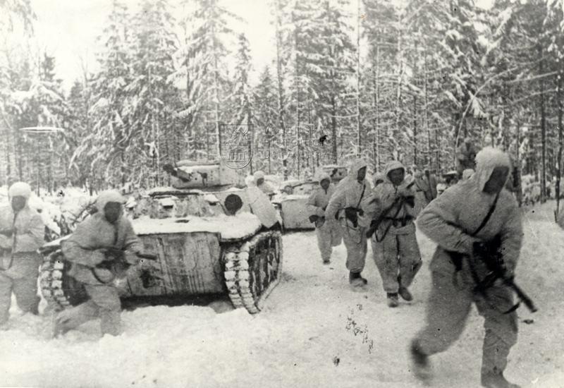 Útok sovětské pěchoty a lehkých obojživelných tanků T-40