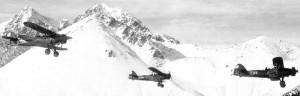 Tříčlenný roj víceúčelových Letovů Š-328 od Leteckého pluku 3 Generála-letce M. R. Štefánika nad Vysokými Tatrami