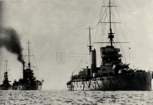 Britské válečné lodě za první světové války, v popředí bitevní křižník třídy Lion