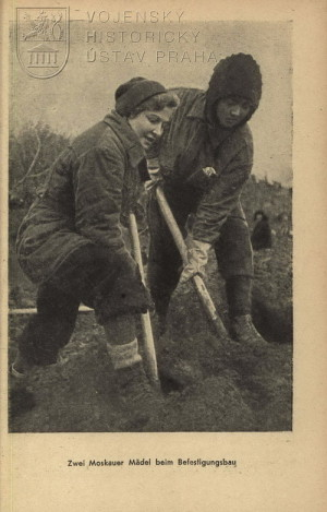 Obyvatelé Moskvy zapojení do příprav obranných linií.
