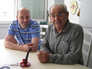 Jehuda Parma při setkání s ředitelem Vojenského historického ústavu Praha plukovníkem Alešem Knížkem roku 2009