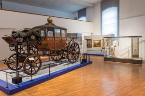 Schönbrunn - Muzeum kočárů. Pohled do výstavního sálu.