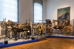 Schönbrunn  - Muzeum kočárů. Luxusní koňské postroje a císařův kočár.