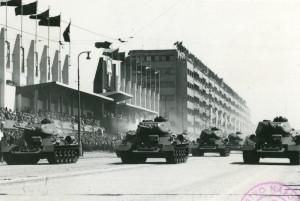 Hlavní údernou silou tankového a mechanizovaného vojska v polovině padesátých let byly v licenci vyráběné sovětské tanky T-34.