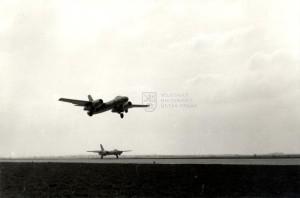 Dvojice československých taktických proudových bombardérů Il-28 při startu