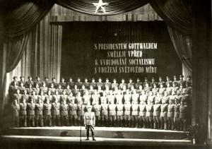 Pěvecký sbor Armádního uměleckého sboru Víta Nejedlého, přelom 40. a 50. let