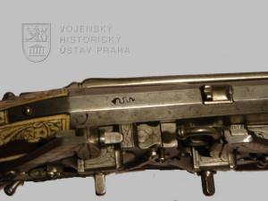 Pistole - kozlice se dvěma kolečkovými zámky