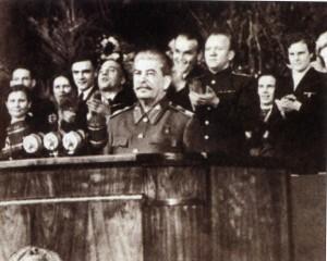 J. V. Stalin při projevu