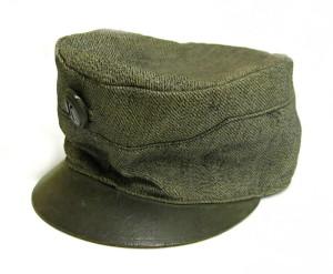 Zeměbranecká polní čepice, vyrobená z náhradního materiálu, 1917. FOTO: VHÚ