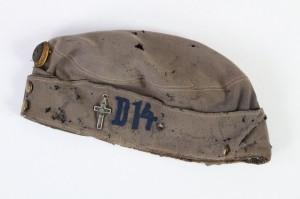 Důstojnická soukromě pořízená čepice příslušníka dragounského pluku č. 14. FOTO: VHÚ