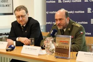 Tomáš Jakl a ředitel VHÚ plukovník Aleš Knížek