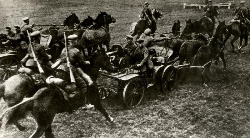 Jízda Rudé armády s tačankou za občanské války v Rusku