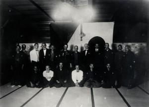 Českoslovenští letci se svými japonskými hostiteli v Tokiu, září 1927
