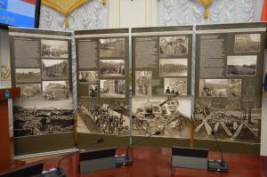 Výstava Češi a Slováci v Samaře v době první a druhé světové války, kterou pro jednání komise připravil Vojenský historický ústav (Foto Imrich Vetrák)