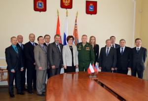 Členové Společné česko-ruské mezivládní komise pro péči o válečné hroby po podpisu závěrečného protokolu (Foto Imrich Vetrák)