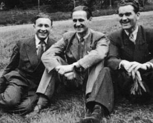 Osudnou noc úspěšně přijali čs. parašutisté z Velké Británie (zleva) Alois Vyhňák, Jaroslav Pešan a Jaroslav Klemeš jiné dva letecké shozy zbraní pro R-3 Tau a Skupinu gen. Luži.
