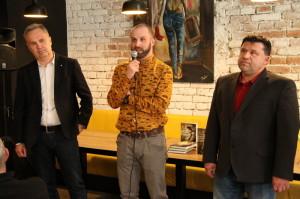 Pavel Stehlík (uprostřed), zástupce ředitele VHÚ Pavel Löffler (vpravo), prof. Miroslav Vaněk z Fakulty humanitních studií (vlevo)