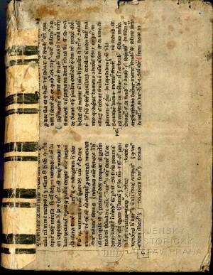 Vazba knihy potažená pergamenem, který obsahuje rukopisný text z druhé poloviny 13. století.