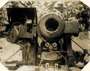 Rakousko-uherský moždíř na italské frontě připravený k nabíjení. Foto sbírka VHÚ.