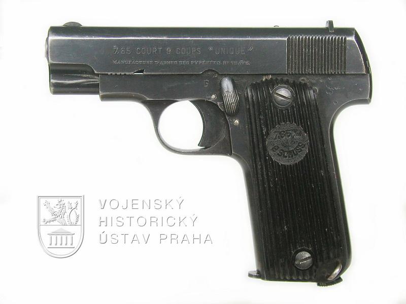 Francouzská pistole Unique model 17