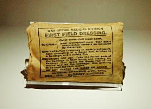 Balíček první pomoci britských vojáků.FOTO: Jaroslav Beránek