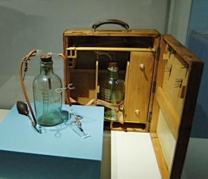 Robertsonův přístroj pro krevní transfuze.FOTO: Jaroslav Beránek