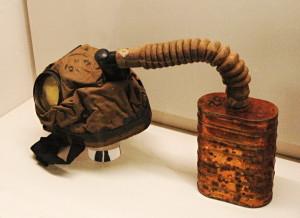 Jedna z prvních britských plynových masek.FOTO: Jaroslav Beránek