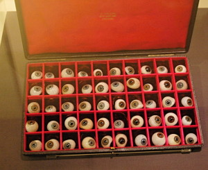 Sada skleněných očí. Mezi prosincem 1916 a srpnem 1919 bylo do britských zdravotnických zařízení dodáno více než 22 tisíc těchto skleněných očí.FOTO: Jaroslav Beránek