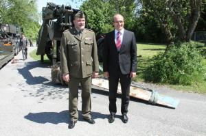 Ředitel VHÚ  plk. Aleš Knížek a český velvyslanec v Rakousku Jan Sechter