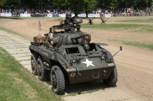 Defilé dělostřelecké techniky - vozidlo Greyhound