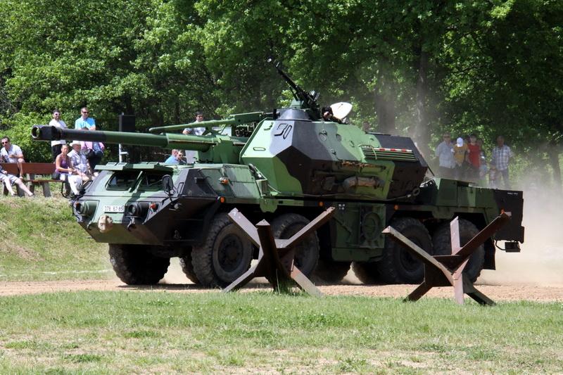 Defilé dělostřelecké techniky - houfnice DANA