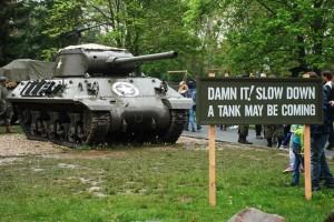 Stíhač tanků M36 Jackson u vstupu do historického campu 16. obrněné divize.