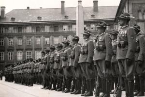Alpinské klobouky legionářů z Itálie nosila do roku 1938 i Hradní stráž