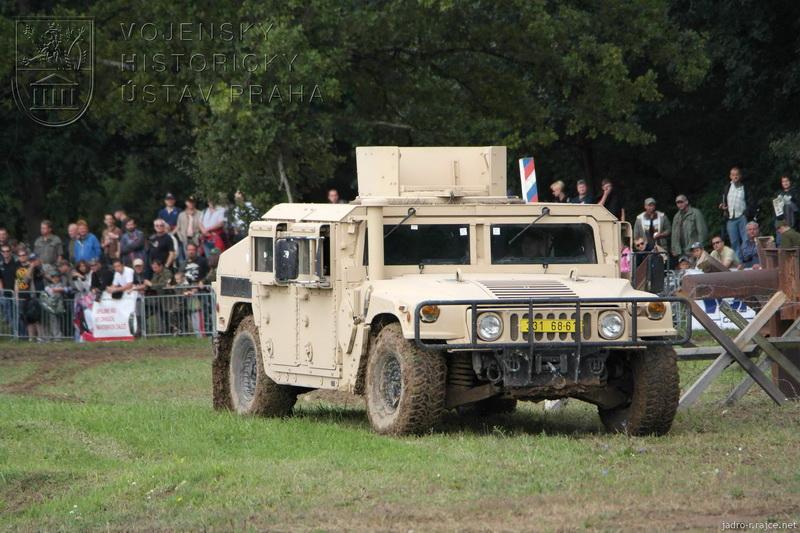 Americký automobil HUMMER M1151A1 w/B1