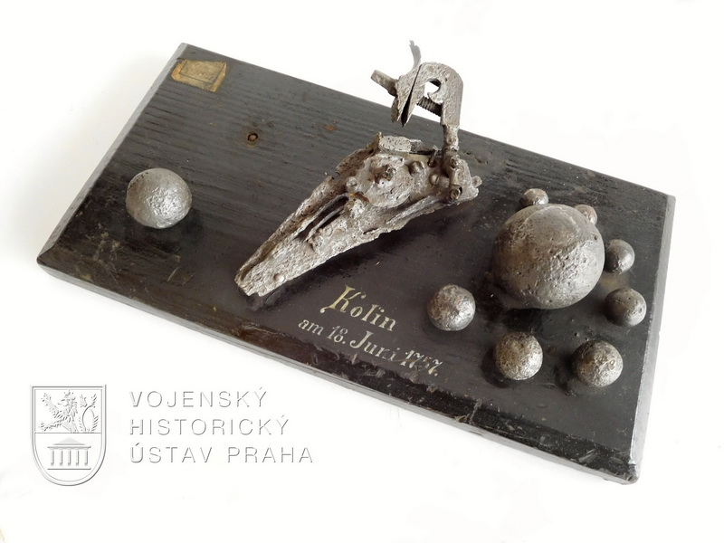 Koláž předmětů nalezených na kolínském bojišti