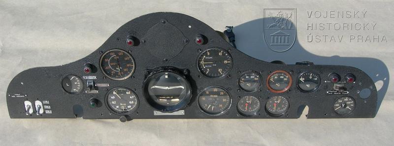 Palubní deska letounu Aero Ae-45