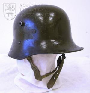 Rakousko-uherská ocelová přilba, 1917