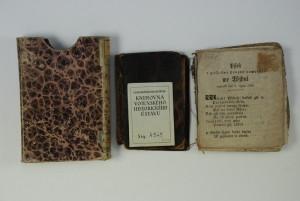 Zrestaurovaný špalíček a jeho desky společně s přiloženou krabičkou, do které se vkládal.