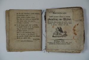 Mezistav při restaurování – papír je zrestaurovaný, ovšem vazba dosud není zpevněná.