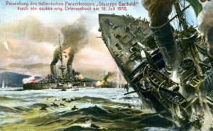 Dobová pohlednicová představa o potopení křižníku Garibaldi