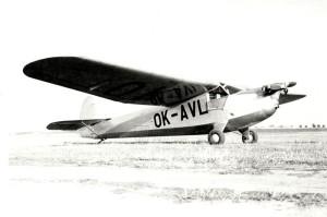 Praga E-114 na letišti