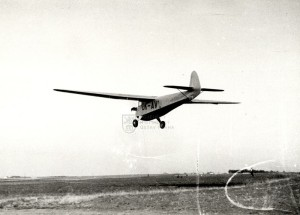 Praga E-114 při přistání